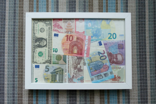 bankovky-v-rame