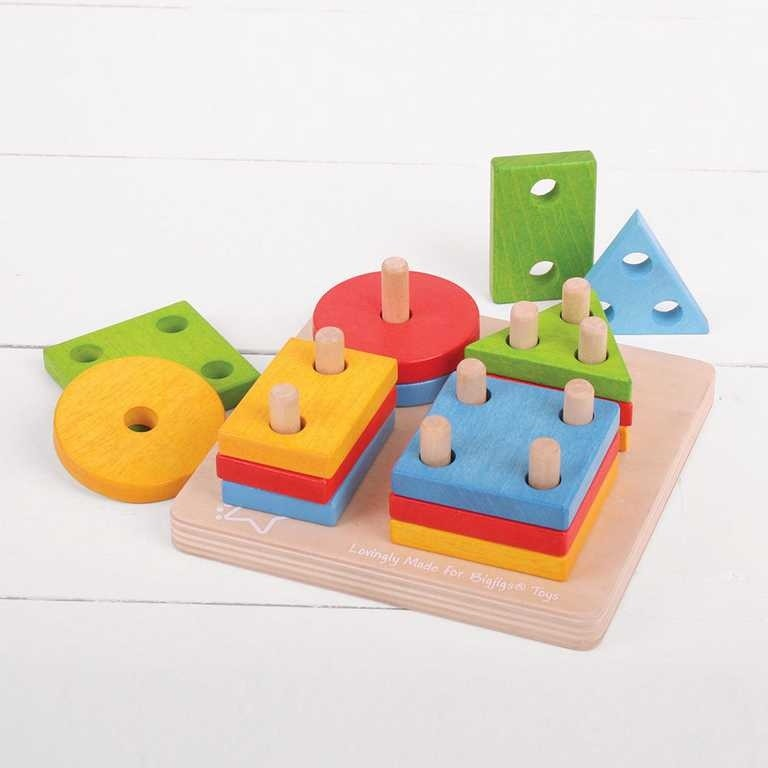 drevená skladačka pre jednoročné deti